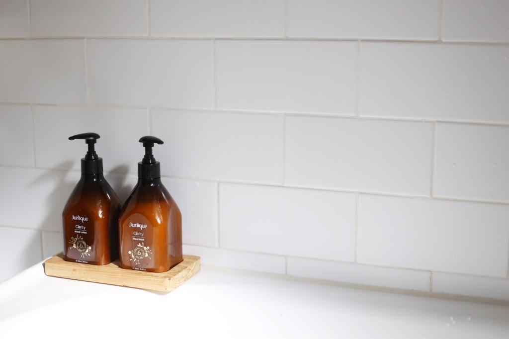 photo JURLIQUE Clarify hand wash and hand lotion Emma Hoareau_zpsn538rjso.jpg