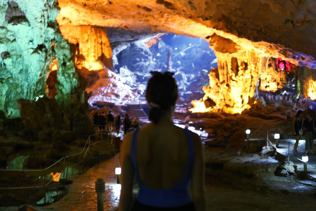 photo Halong Bay Caves_zpsumndhzzj.jpg