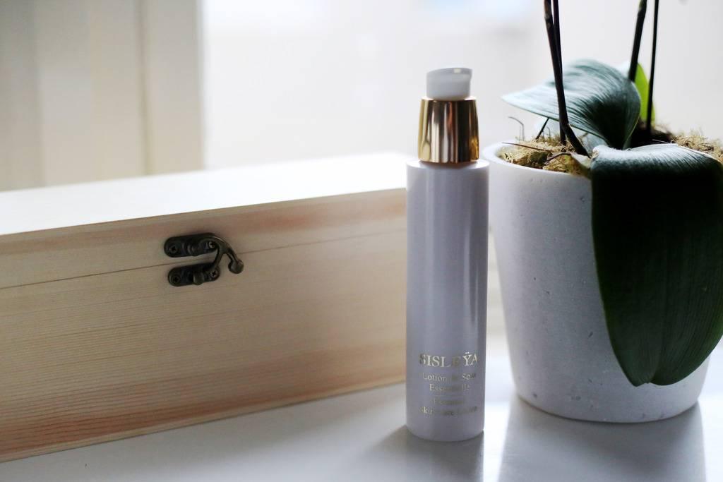 photo Sisley Sisleya Essential Skincare Lotion_zpsvaf7cobq.jpg