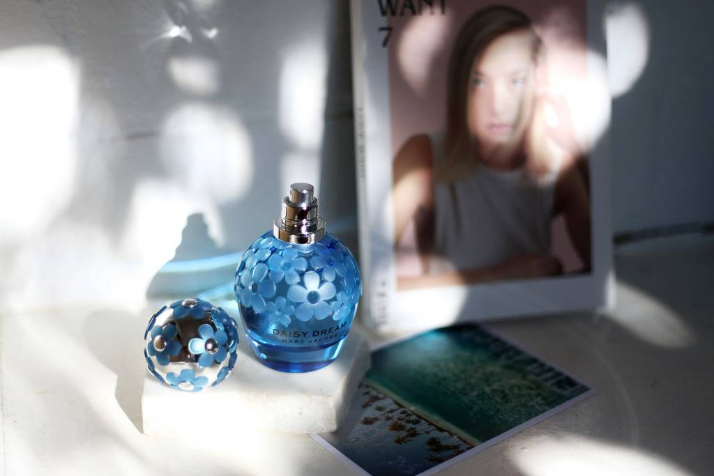 photo Marc Jacobs Daisy Dream blue bottle_zpseruzjipd.jpg
