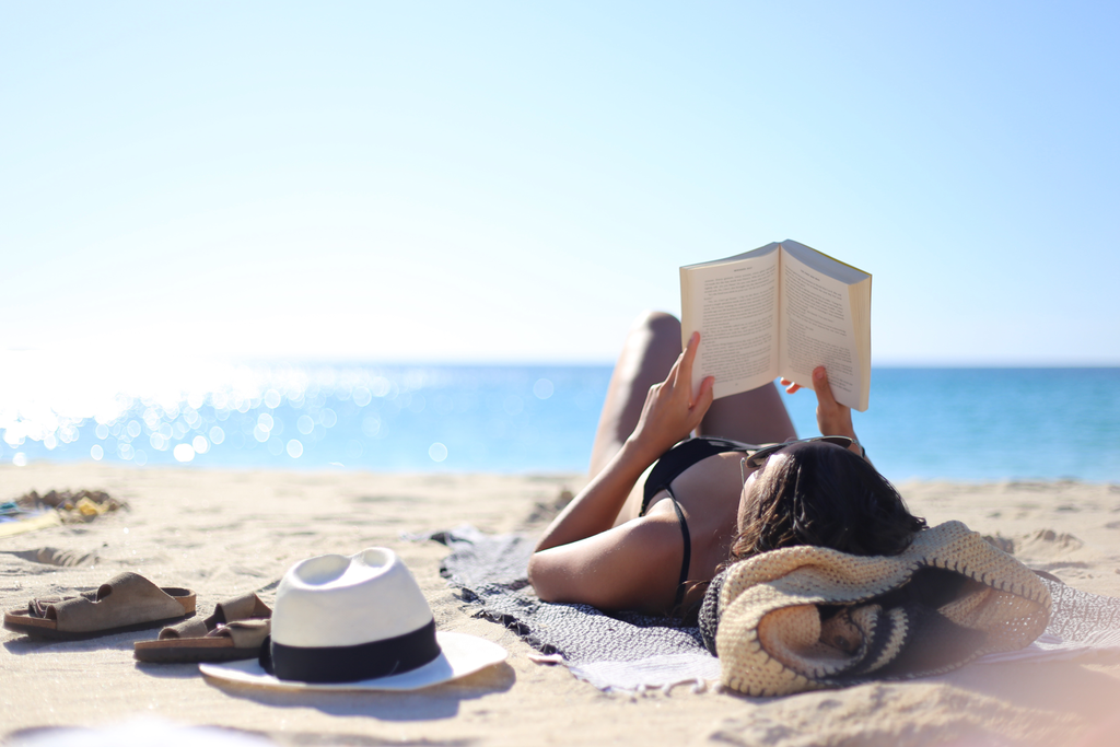 photo reading-at-the-beach_zpsteyxzpt2.png