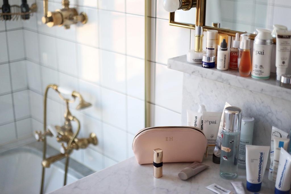 photo Marble bathroom with skincare Emma Hoareau_zpsd9dljdhi.jpg