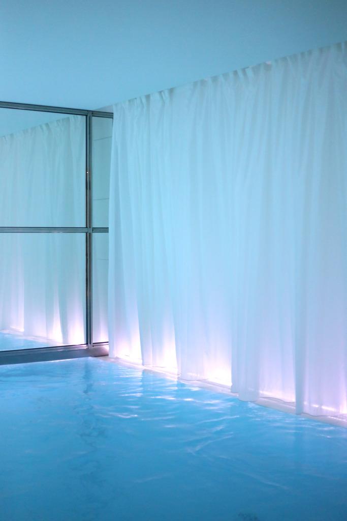 photo biggest indoor pool paris_zpsh8eno4py.jpg