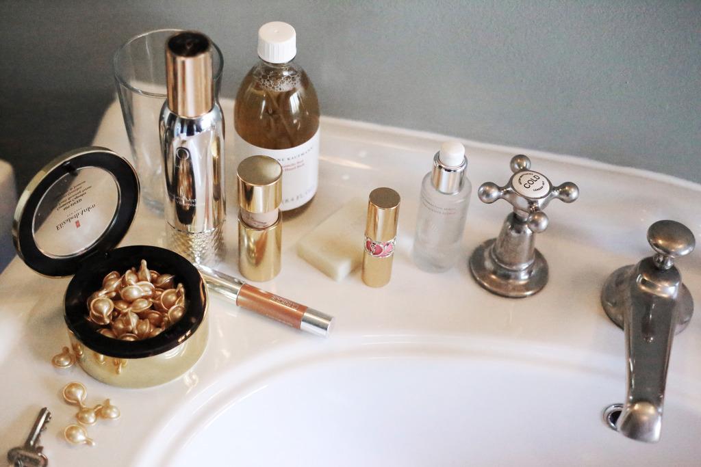 photo ceramide gold capsules anti ageing skincare_zpsbjghzqo4.jpg