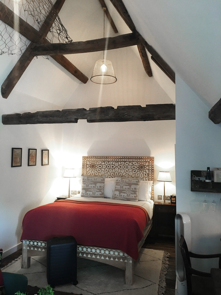 photo artist residence oxforshire bedroom farmhouse loft_zpsm5mdecon.jpg