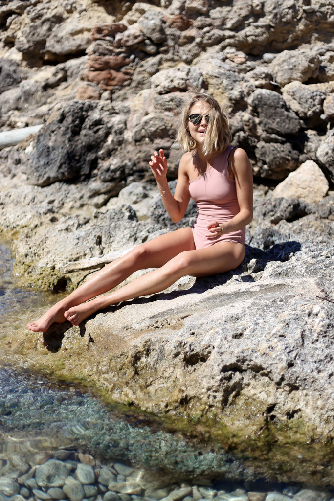 photo tess ward on the beach_zps908hozqz.jpg